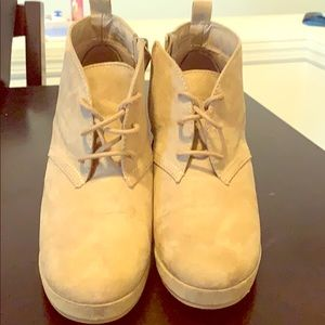 Size 8. Boot wedges.